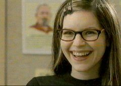 Lisa Loeb - playing a high school girl, despite being 34 in real life!